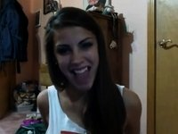 amateur hot teen brunette makes her tongue dance video on StupidCams