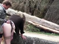 bien baiser sur un tronc dans la nature video on StupidCams