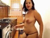 fat hottie do some abdomen dance video on StupidCams