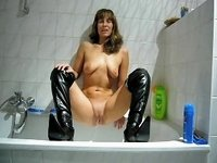 Made in sexy boots Pipi video on StupidCams