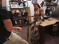 Crazy bitch brought in a gun! video on StupidCams
