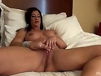 Nude Female Bodybuilder Rubs Her Big Clit video on StupidCams