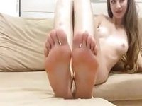 Innocent girl Shows Toes video on StupidCams