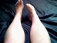 Spastic legs and feet video on StupidCams