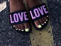 Anna Yellow Toes video on StupidCams